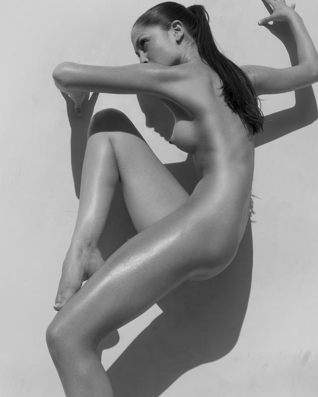 фото дев в необычных позах